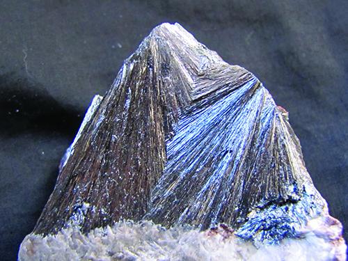 Pyrolusite dioxide