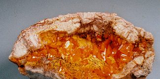 Wulfenite pocket