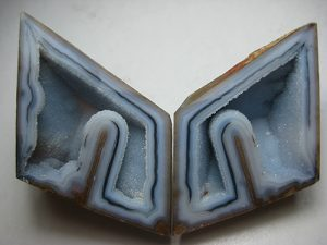 Polyhedral shape agate
