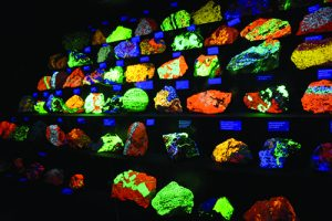 Fluorescing mineral display