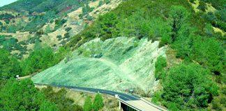 Serpentinite road cut